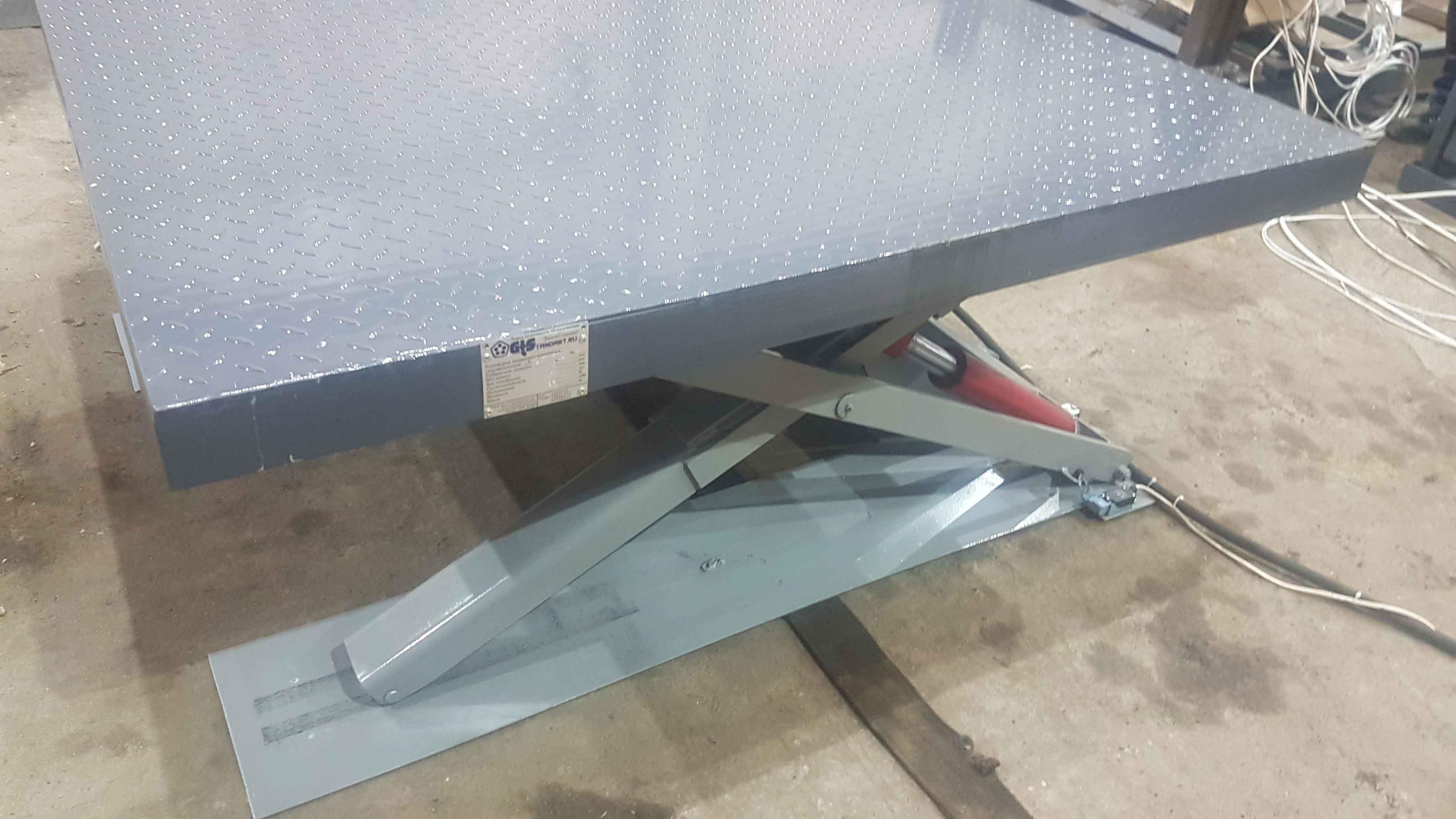 стол-низкопрофильный-ножничный