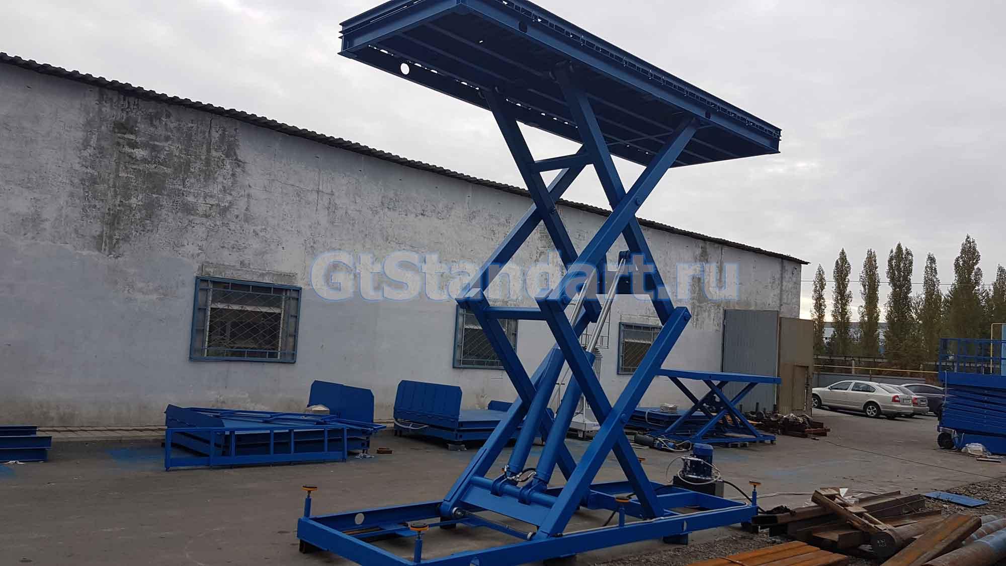 Гидравлический подъёмный стол с рольгангом