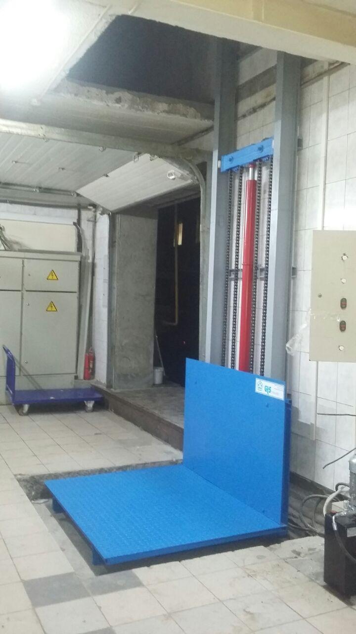грузовой подъемник консольного типа