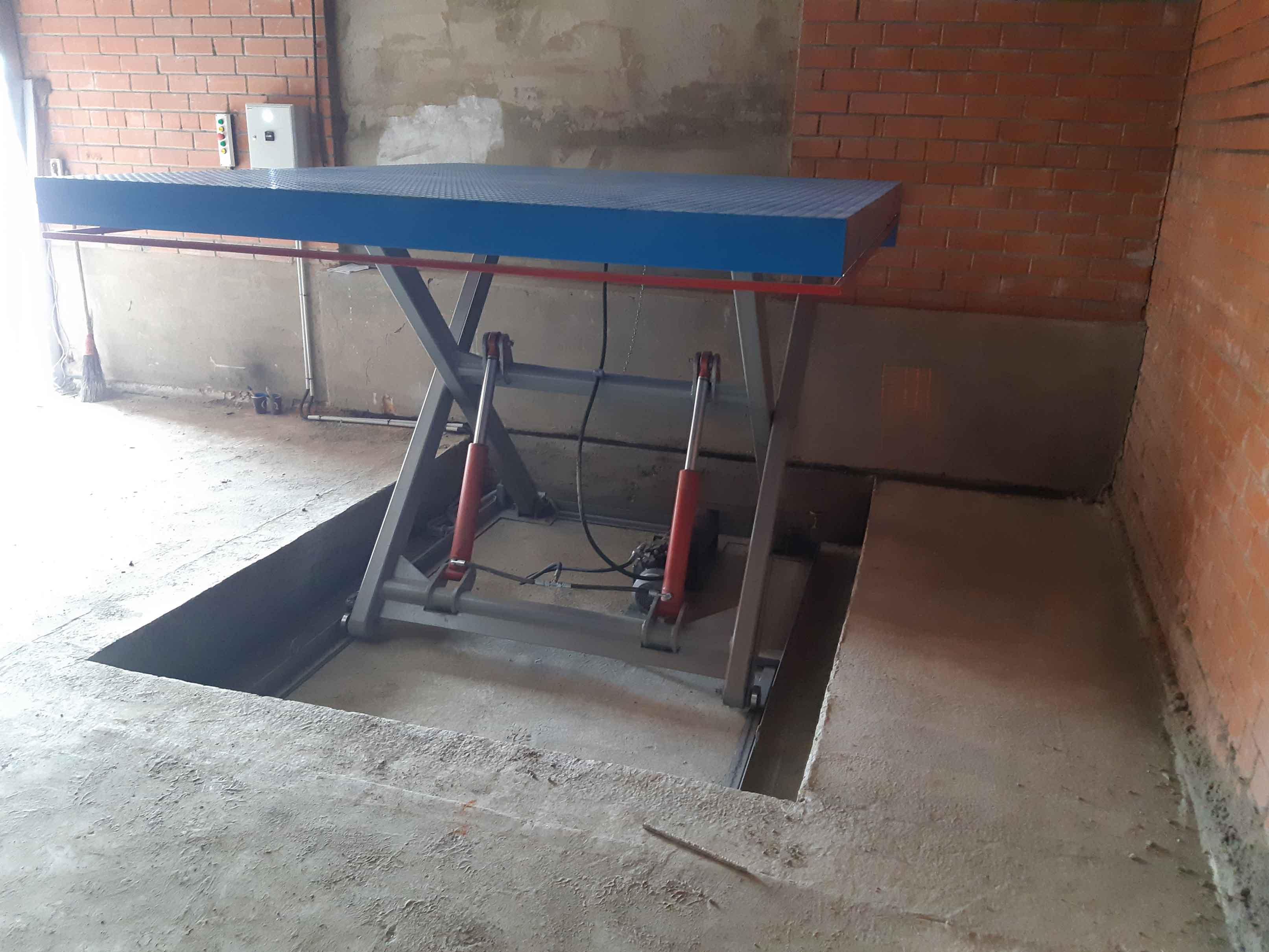 Гидравлический-подъёмный-стол-с-аппарелью