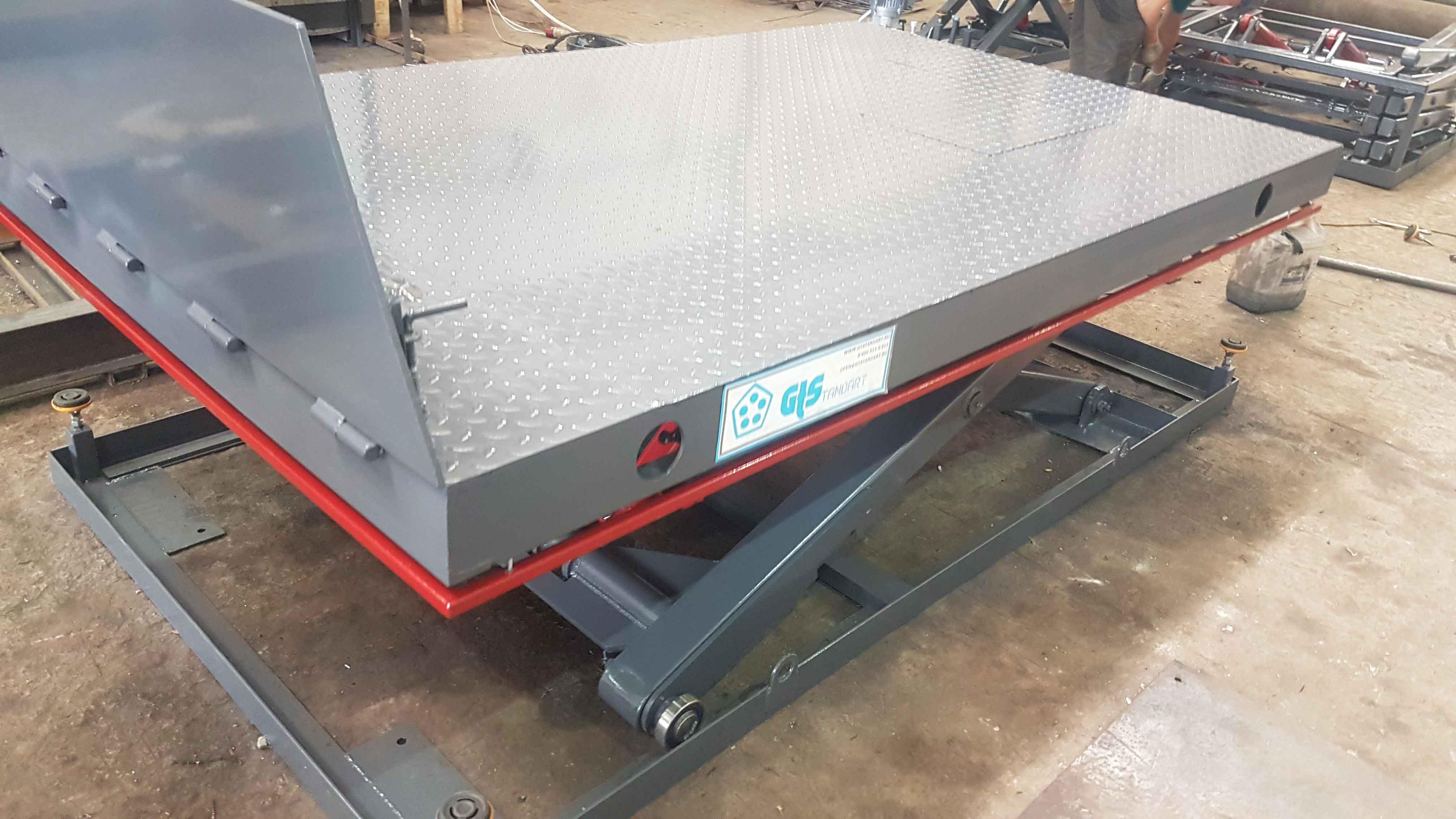 Гидравлический-подъёмный-стол